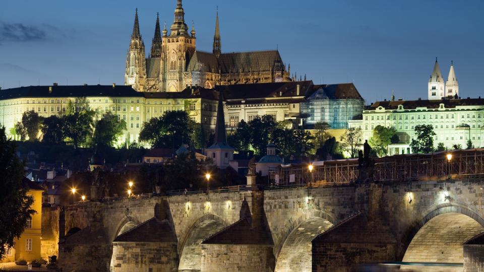 Castle_and_Charles_Bridge,_Prague-czech-repubic