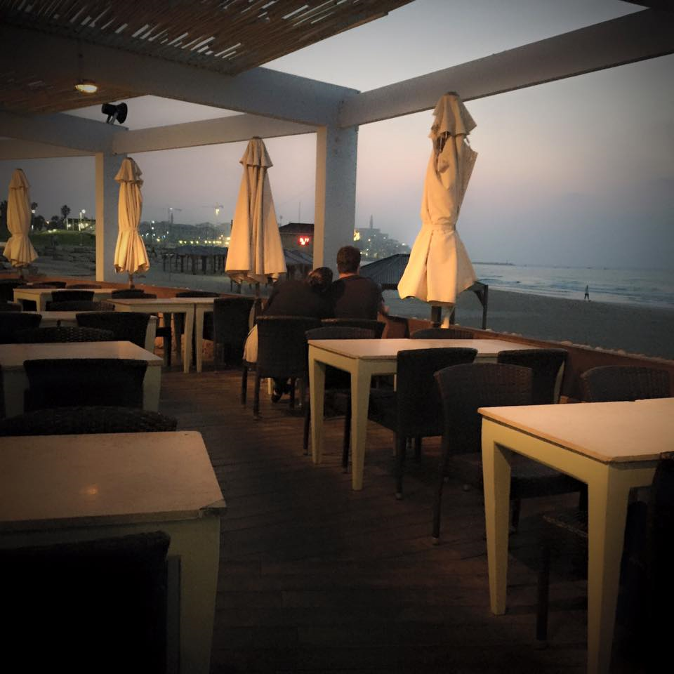 manta-ray-beach-restaurant-telaviv-israel