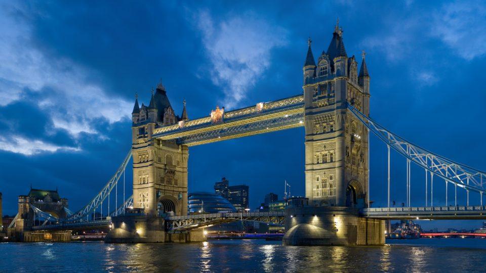 Tower_bridge_London_England