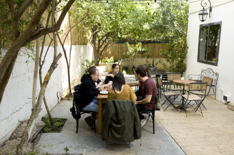 little tel aviv hostel garden