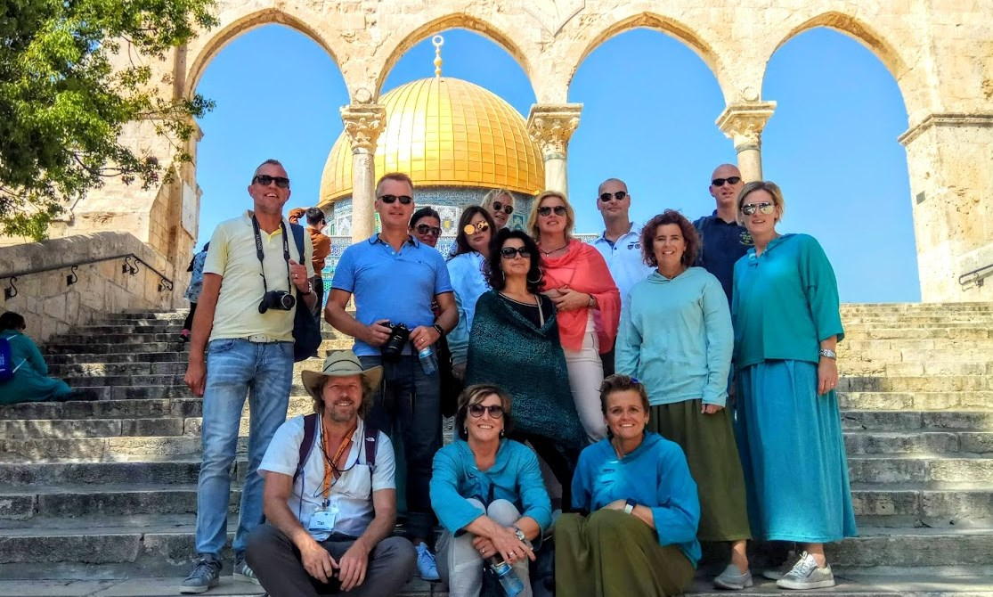 group-temple-mount-jerusalem